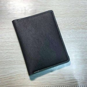 Бумажник из композитной кожи в сложенном виде