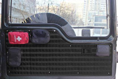 панель MOLLE-PALS вместо обшивки двери багажника LandRover Discovery 1 (2)